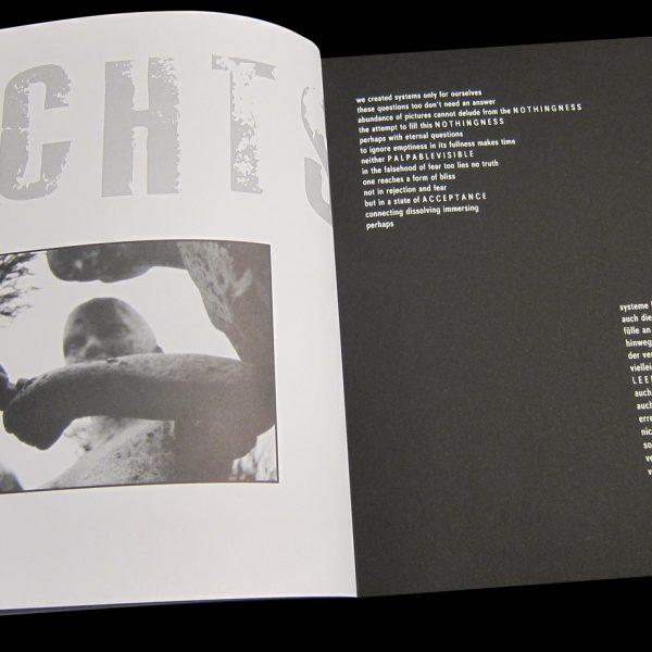 Schallplattenformat, Sieb- und Offsetdruck, Holzbindung, Papier: Sirio white/black (Fedrigoni)